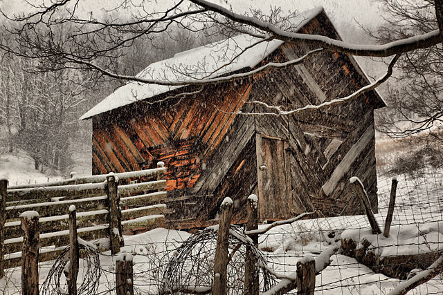 Virginia barn in snow storm