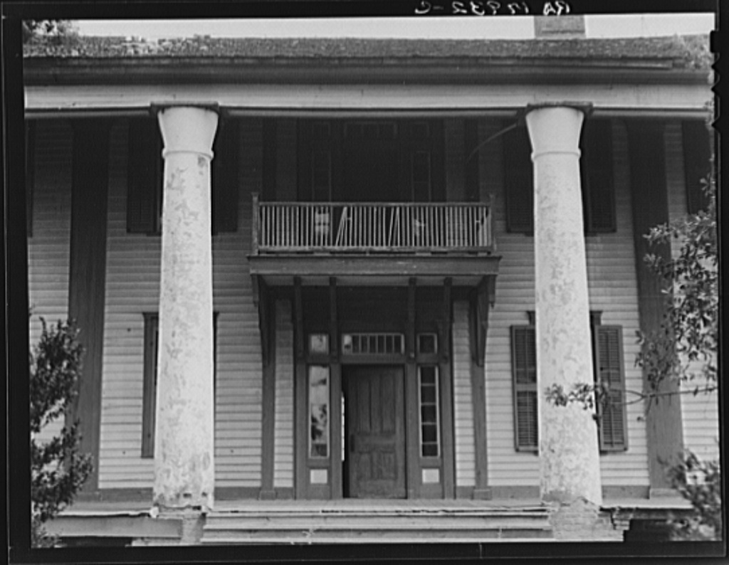 Spot on the lawn georgia horror story myths legends for Plantation columns